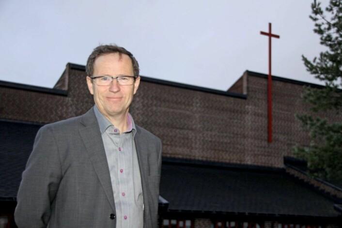 Oslos kirkeverge Robert Wright forstår at det kan komme sterke reaksjoner på forslaget om å legge ned ni kirker i Oslo. Men det må spares inn 10 millioner rkoner, sier den tidligere KrF-politikeren. Foto: Den norske Kirke