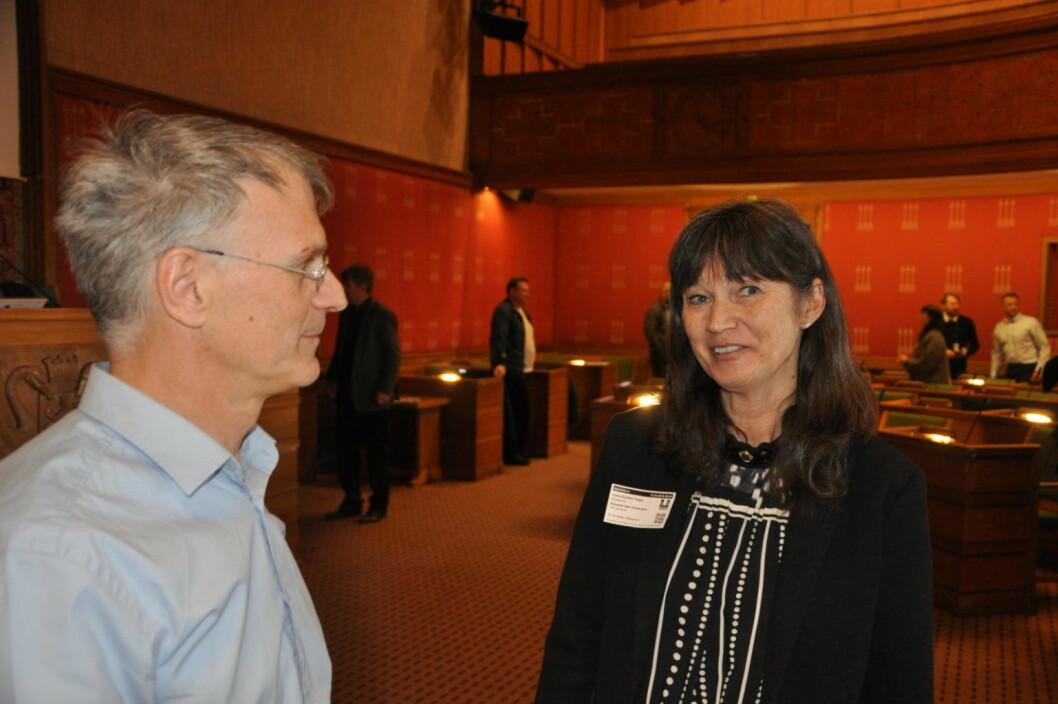 Nordox-direktør Lars Tomasgaard i samtale med styreleder i Stokstad A/S, Anne Kristine Teigen. Foto: Arnsten Linstad