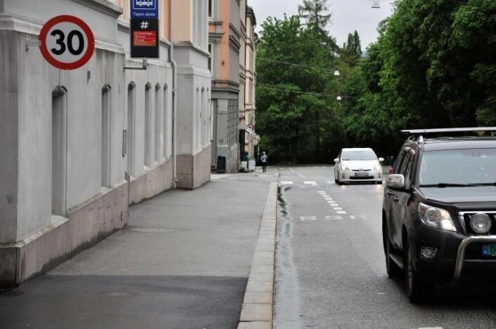 Venstre fikk med seg bystyret på at det bør være fotobokser i 30-sonen i Hagegata. Men fortsatt har ikke bymiljøetaten i Oslo kommune satt opp en eneste fotoboks. Foto: Arnsten Linstad