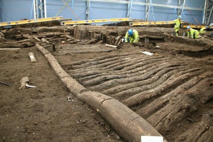 Bispeallmenningen ligger under sporene til den nye Follobanen og 35 arkeologer graver nå for å finne svar: Foto: NIKU