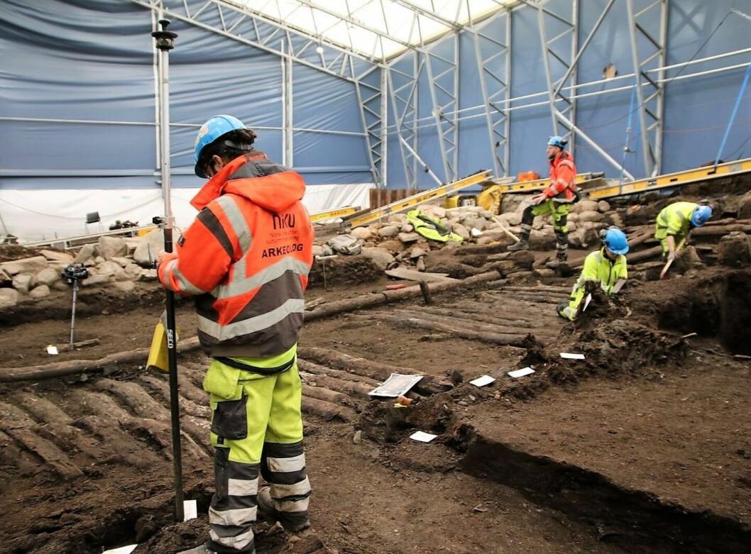 Funnene fra utgravningene av Bispeallmenningen kan være tapt for offentligheten i løpet av en uke grunnet penge- og plassmangel. Foto: NIKU
