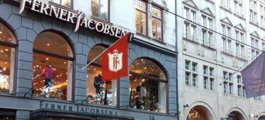 Nei, det er ikke en aprilsnarr. Byantikvaren nekter Ferner Jacobsen å henge flagg på fasaden sin i Stortingsgata