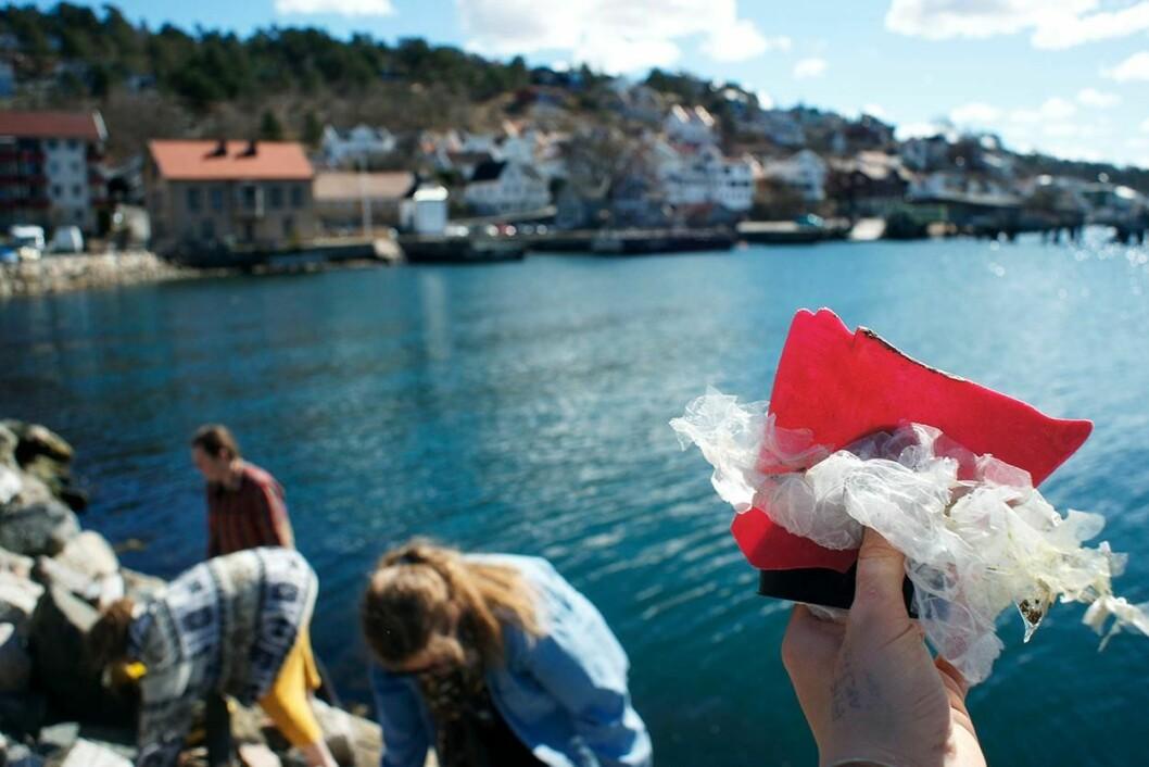 Plastposer og annet plastavfall forurenser hele norskekysten. Foto: Hold Norge rent