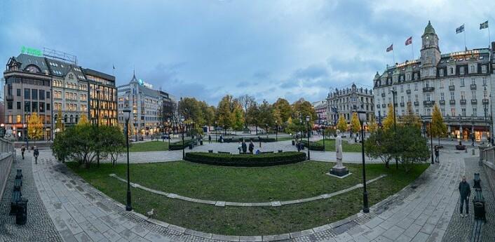 Eidsvolds plass foran Stortinget ble rustet opp av Hovedstadsaksjonen til 100 års-jubileet for unionsoppløsningen i 2005. Foto: Wikicommons