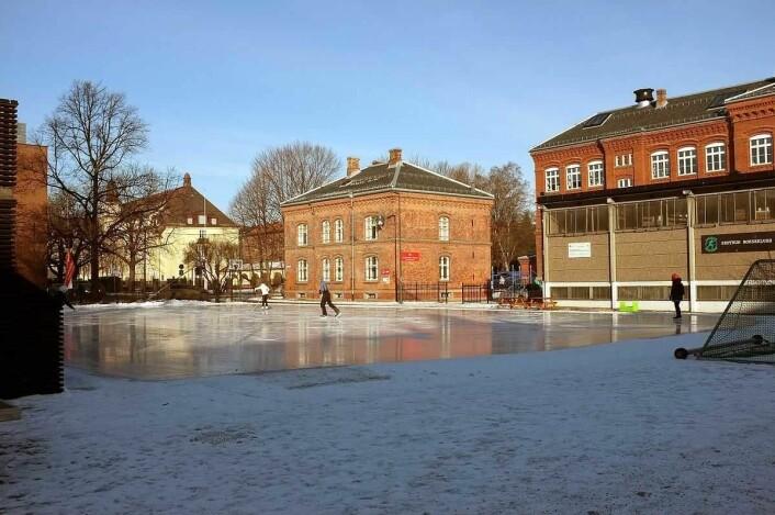 Isbanen på Rudolf Nilsens plass. Foto: Kjetil Ree / Wikimedia Commons