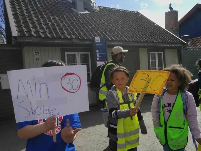 Det er livsfarlig for barn å krysse Strømsveien. Nå krever beboere handling. Foto: Aksjon Strømsveien