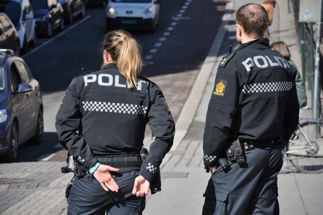 "25-åringen ble bortvist fra Youngstorget før han kalte politiet ""motherfucker"" og ""fucking bitch"". Politifolkene på bildet er på vanlig patrulje i Oslo sentrum. Foto: Arnsten Linstad"
