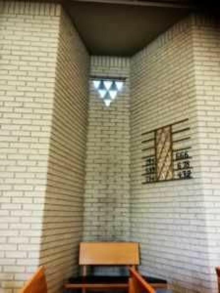 Det er mulig selve Aragog (Edderkopp fra Harry Potter-universet) har tatt bolig i et lyshull akkurat som dette. Foto: Kjersti Opstad