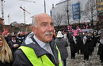 Steinar Saghaug har gått i 1. maitog i 70 år. I dag feiret han som han alltid gjør - han var togsjef i Oslo