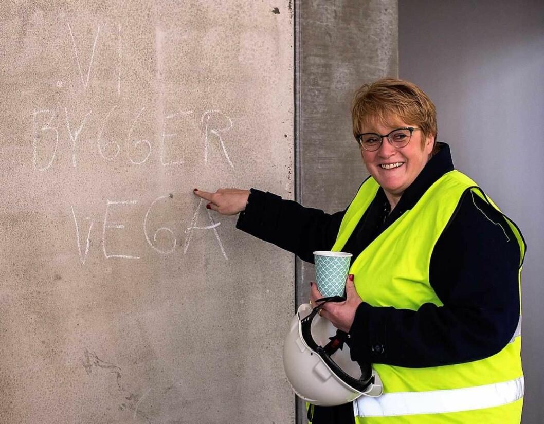 Kulturminister Trine Skei Grande bidrar med 2,5 millioner til utrustning av Vega Scenes fem saler slik at kulturhuset kan åpne 1. november som planlagt. Foto: Morten Lauveng Jørgensen