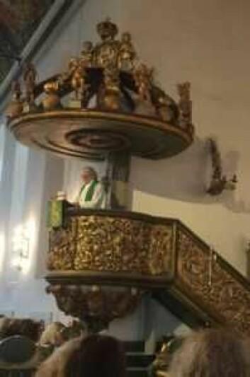 Biskop emeritus Tor B. Jørgensen refset norske myndigheters behandling av flyktninger og asylsøkere under gudstjenesten 1. mai. Foto: Kjersti Opstad