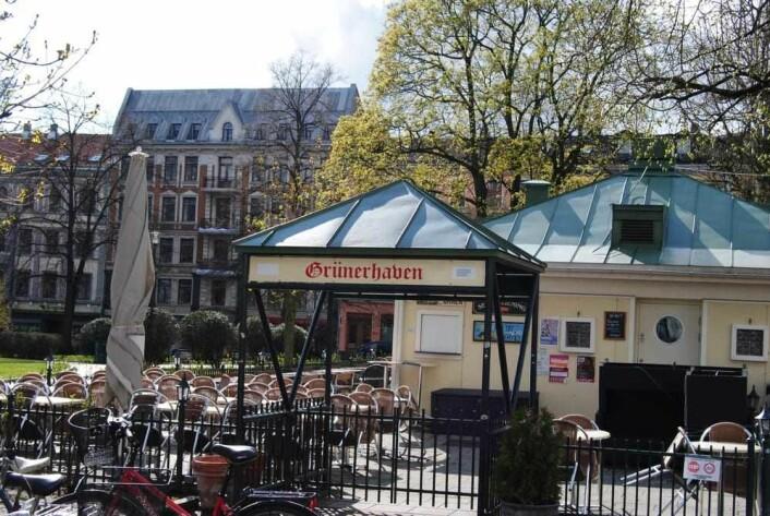 Grünerhaven har holdt til ved Olaf Ryes plass i 40 år. Da byrådets skjenkeforslag kom, fryktet innehaver Silvia Fartum at det betydde kroken på døra for den populære uteserveringen. Foto: Flickr
