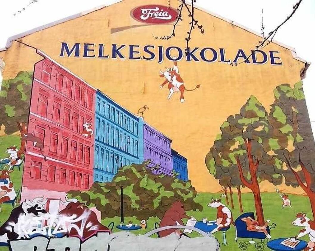 Freia-veggen på Schous plass, malt i 2005. Men nå er den borte og blir erstattet av Mills. Foto:  Guri Haram/ifi.no