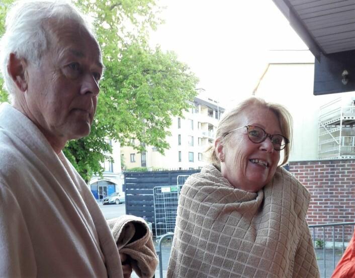 Birger og Anita Svendsen kom ferdig skiftet til morgenbadet. Foto: Anders Høilund