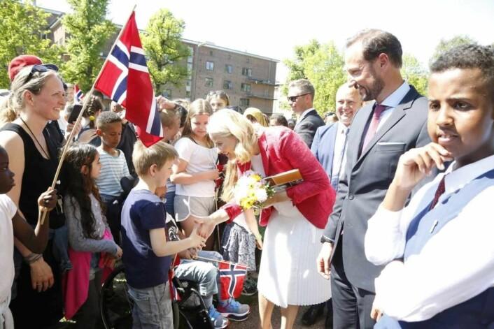 Bydel Sagene arrangerte folkefest på Haarklos plass da kronprinsparet kom på besøk. Foto: Eivor Eriksen