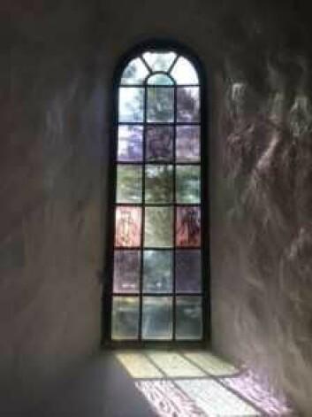Glassmaleri i Ljan kirke. Foto: Kjersti Opstad