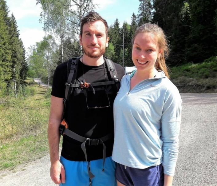 � Vi oppdaget Lillomarka i vinter, og nå har vi gått her for første gang på sommeren også, sier Joakim Svendsen og Erika H. Nilsen