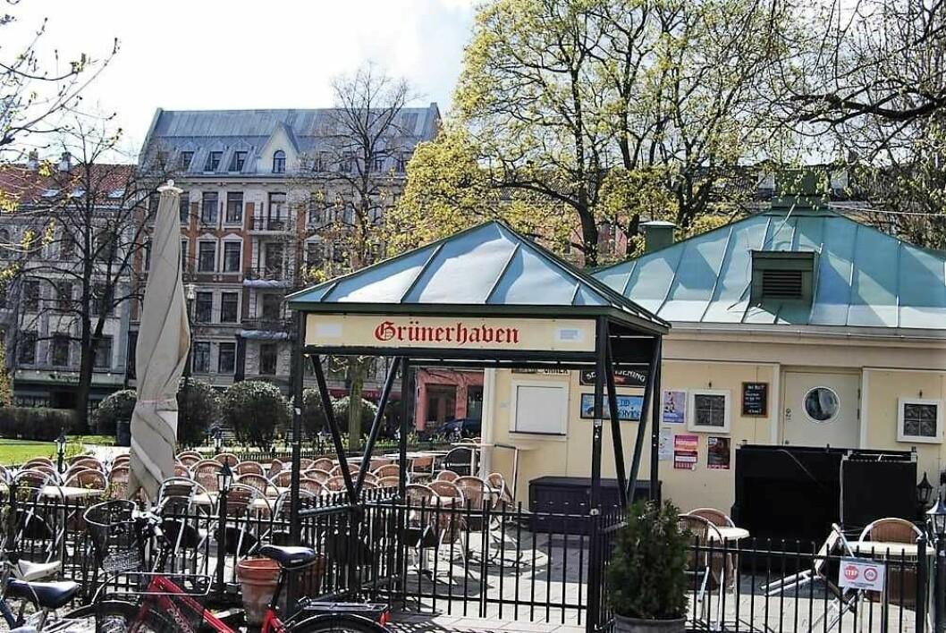 Opprinnelig foreslo byrådet å redusere skjenketidenmed en time utendørs for mange serveringssteder i Oslos bydeler. Nå blir ikke endringene noe av etter onsdagens bystyremøte. Foto: Ole B. / Yelp