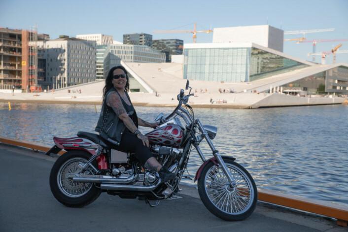 Alle i motorsykkelmiljøet kjenner henne som Bekka. President i Mensen MC Oslo. Foto: Anna Carlsson