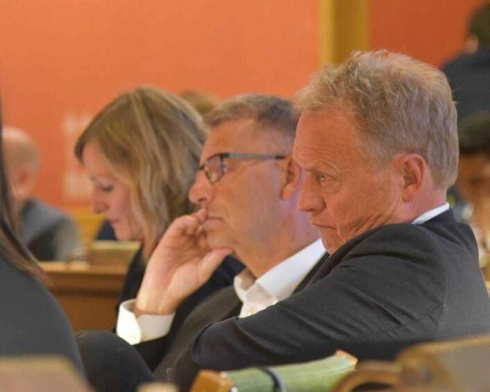 Byrådsleder Raymond Johansen (til høyre), finansbyråd Robert Steen (Ap) og utdanningsbyråd Inga Marte Thorkildsen (SV) under bystyredebatten om utbygging av Tolga kraftverk. Foto: Per-Trygve Hoff