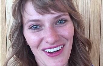 Julia kan bruke 50 timer på å lage én parykk