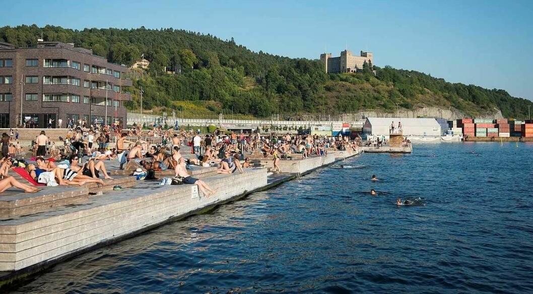 Sjøbadet på Sørenga vil fortsatt være stengt etter gårsdagens utslipp av fyringsolje i Alnaelva og havnebassenget. Foto: Katrine Lunke / Wikimedia Commons