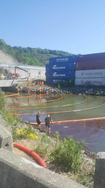Oslo kommune forsøker nå å begrense effekten av oljelekkasjen. Foto: Gaute Eiterjord
