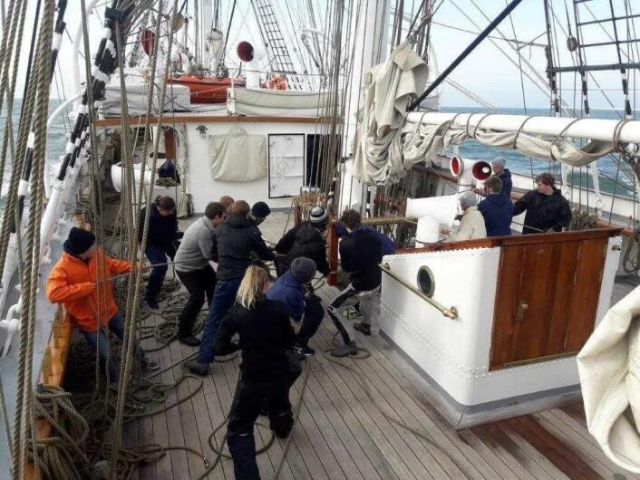 Hardt arbeid og teamwork vil møte deltagerne i ombord på Christian Radich. Foto: Ingunn Eriksen / Flickr.com