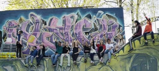 Her går barna fra alle barneskolene i Gamle Oslo sammen og hyller bydelen sin. Under denne musikkvideoen er det lov å slippe en tåre