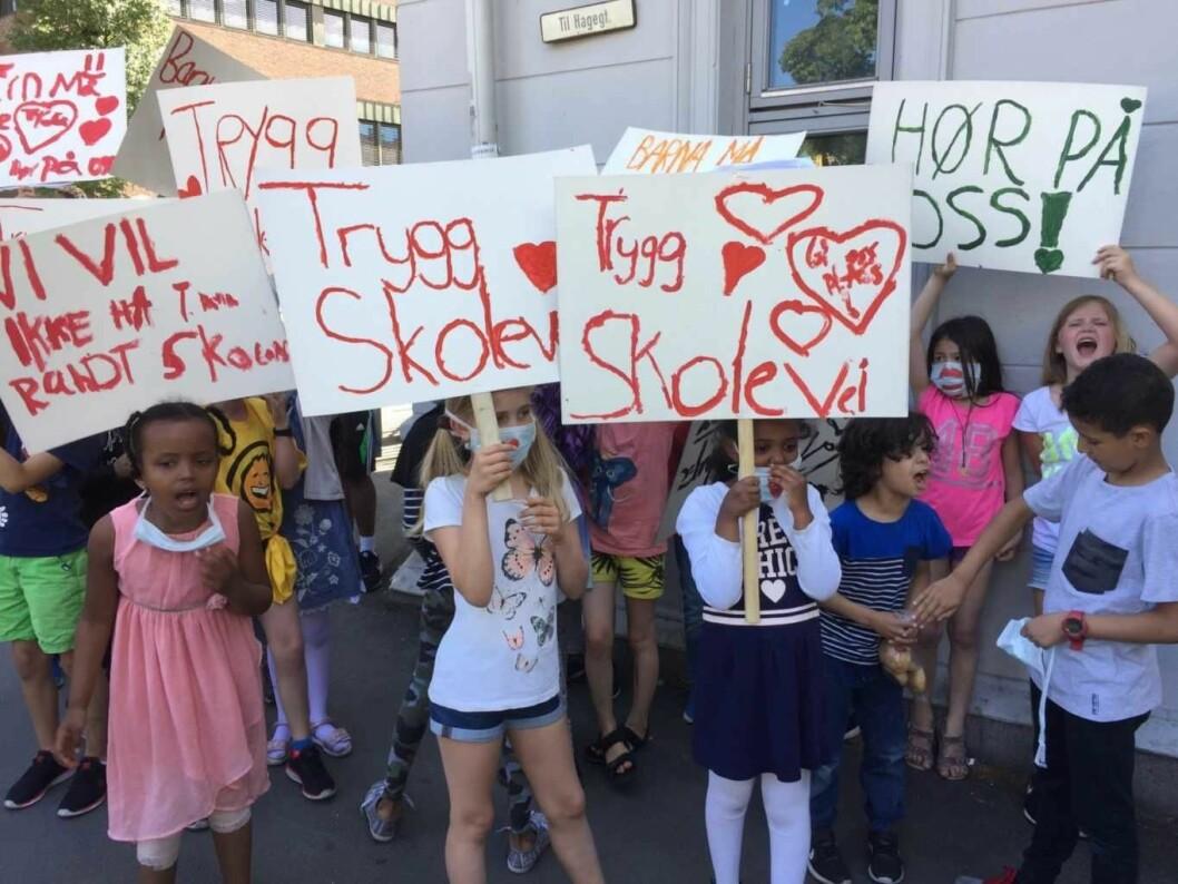 «Hva vil vi ha? Hjertesone! Når vil vi ha det? Nå!», roper barna ved Tøyen skole. Foto: Vegard Velle