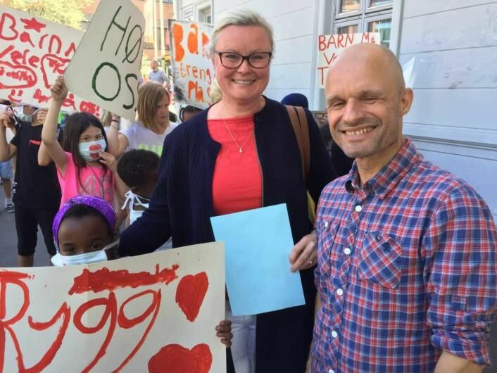 Pia Farstad von Hall (H) og Harald Nissen (MDG) er begge opptatt av at skoleveien for barna på Tøyen skole blir tryggere. Foto: Vegard Velle