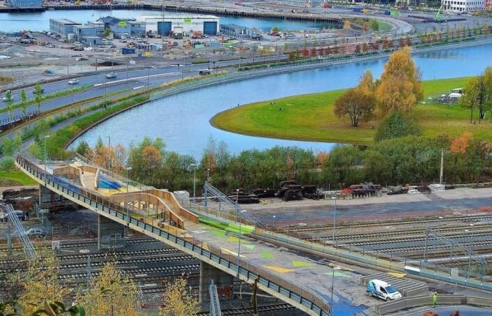 Bydelsutvalget i Gamle Oslo ønsker at det bygges en trapp fra Sørenga bru ned til Middelalderparken. Foto: Jon Arne Foss / flickr.com