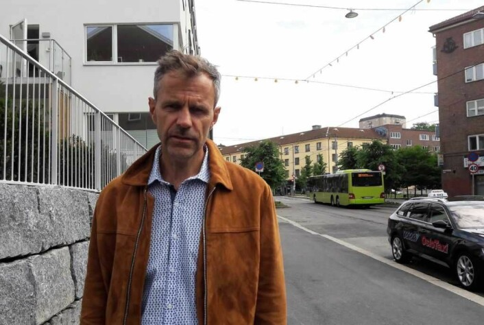 Per Gunnar Dahl ønsker at Carl Berners plass kunne får være et sted der folk ikke bare haster forbi for å komme seg fortest mulig vekk. Foto: Anders Høilund