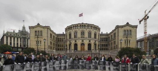 Fotograf Knut Bry tok bilder av øynene til mindreårige asylsøkere. Denne uka var ungdommenes blikk festet på Stortinget. Se fotoene