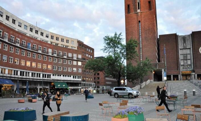 Handikapp-plasser ble flyttet da det rødgrønne byrådet gjorde Fridtjof Nansens plass delvis bilfri. Foto: Arnsten Linstad