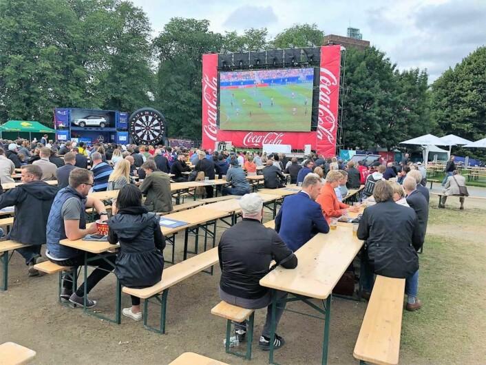 Kontraskjæret ved Akershus festning er det stedet hvor flest oslofolk samles for å se på fotball under VM. Foto: Stian Maurveg