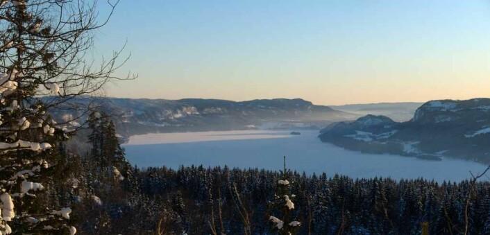 Et kjent syn for mange skiløpere på vei gjennom Nordmarka mot Oslo er Holsfjorden sett fra Krogskogen. Foto: Siri Spjelkavik/Flickr