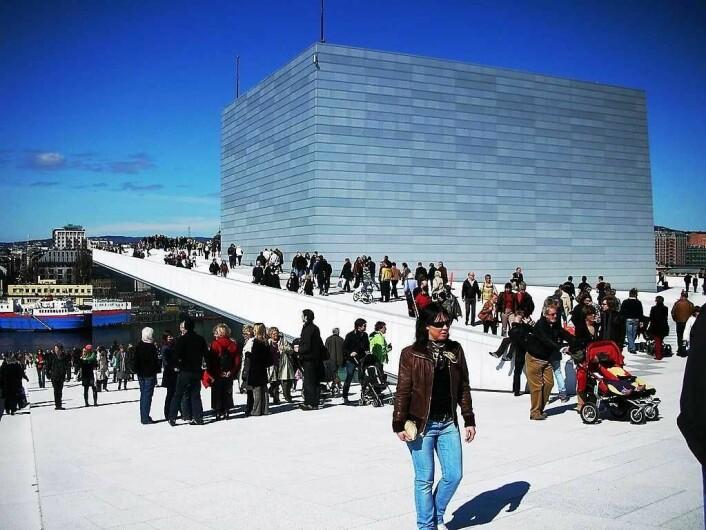 Nå er ikke lenger operaen alene om å tiltrekke seg turister med interesse for arkitektur. Foto: Renny B. Amundsen / flickr.com