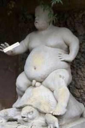 Bildet fra Facebook-gruppa som viser en naken mann med et skilt merket Carl Berners plass i hånda. Fotomontasje
