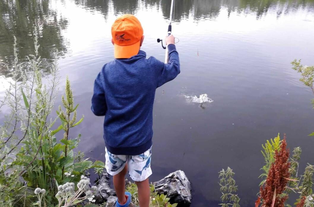 Så lett er det å få fisk når du lærer av noen som kan. Urban Anglers på tur til Smedstaddammen. Foto: Anders Høilund