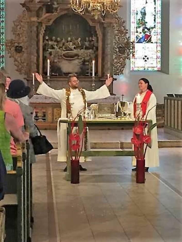 Prest Petter Normann Dille og Domkirken holdt en spesiell messe da Oslo Pride ble arrangert. Foto: Kjersti Opstad