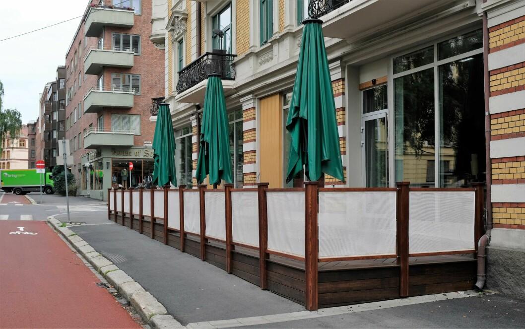 Brasserie Ouest i Elisenbergvenen på Frogner må fjerne denne uteserveringen innen 1. august, krever plan- og bygningsetaten. Foto: Christian Boger