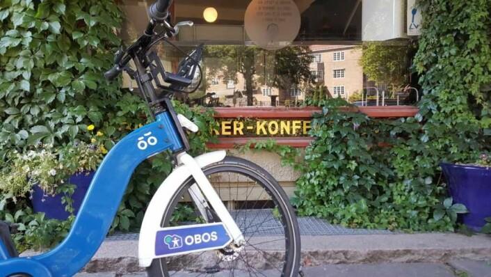 Kafeen Oslo K ligger rett ved Lille Jacob. Kvinnene som driver den har vært viktige støttespillere for prosjektet med å ruste opp parken. Foto: Tarjei Kidd Olsen