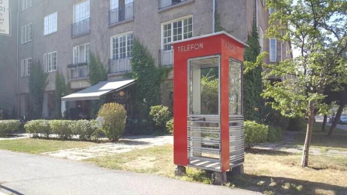 """Den ikoniske telefonkiosken rett ved Lille Jacob er """"fredet"""" og fungerer. Foto: Tarjei Kidd Olsen"""