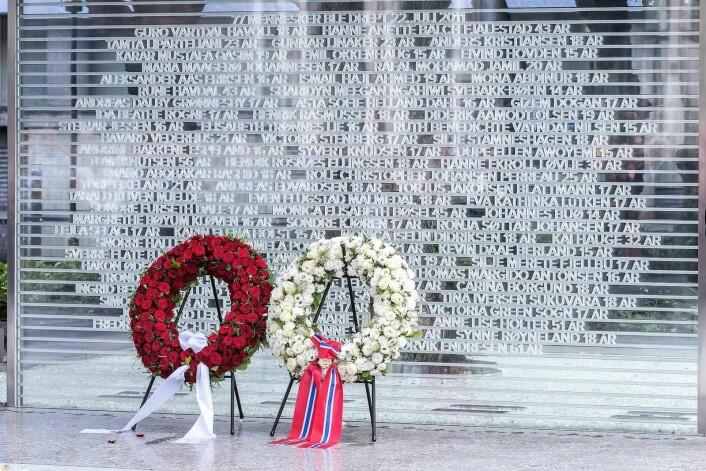 Minnestedet ble avduket under minnemarkeringen søndag 22. juli 2018. Foto: Ann Kristin Lindaas / KMD