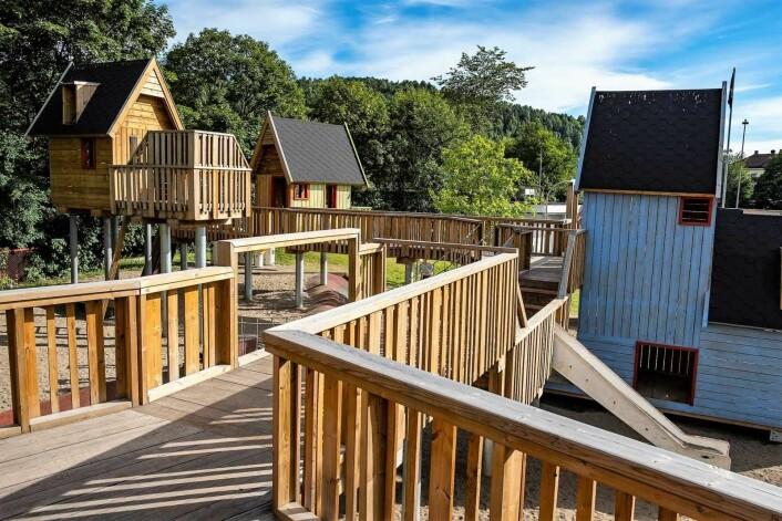 Foreldre og frivillige snekret og bygde lekeparken etter barnas anvisninger. Foto: Bymiljøetaten