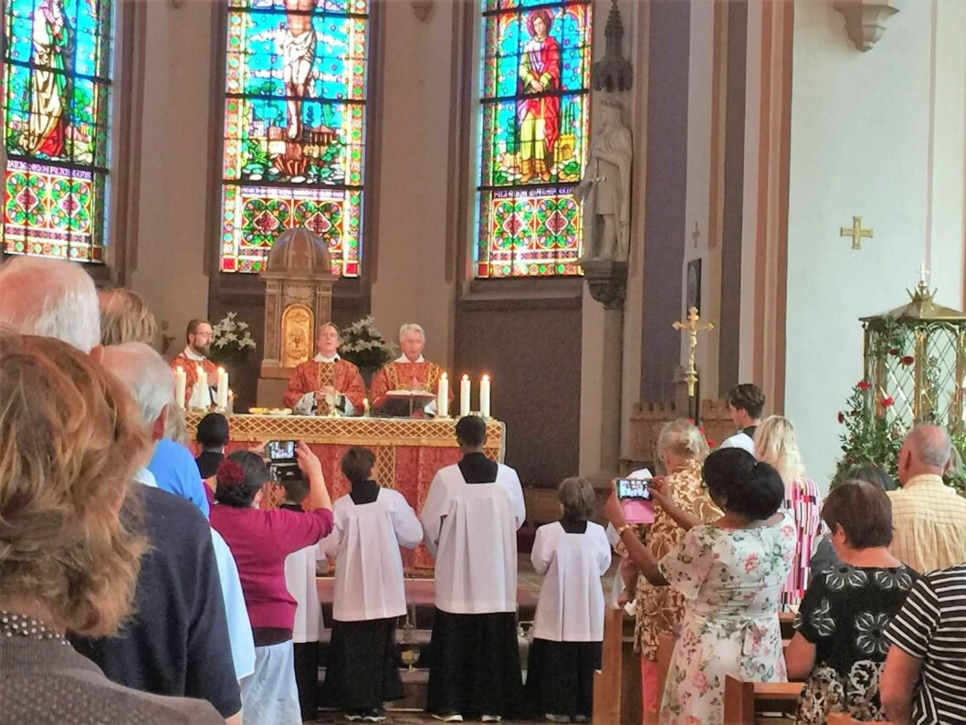 Det er tid for dagens tredje messe i Sankt Olav domkirke på Hammersborg. Foto: Kjersti Opstad