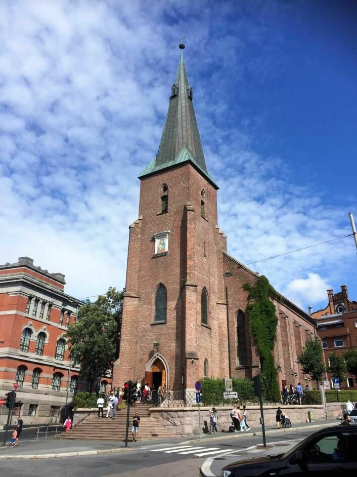 Sankt Olav domkirke ligger i Akersveien. Her holdes messer på utallige språk. Foto: Kjersti Opstad