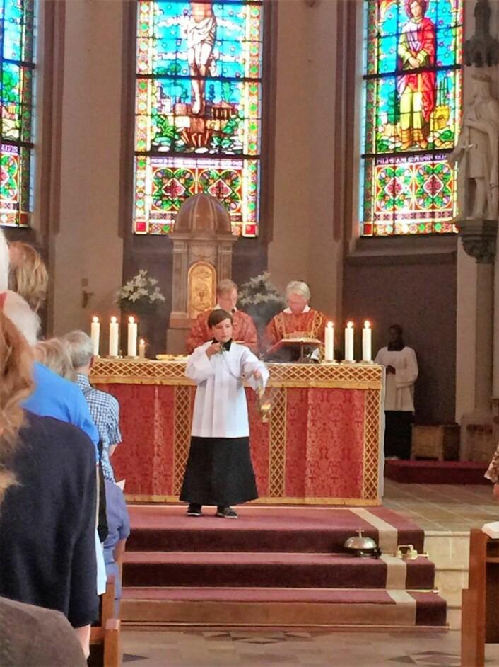 I en katolsk messe deltar også barn aktivt. Foto: Kjersti Opstad