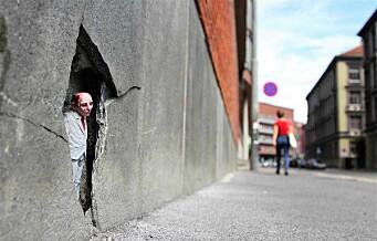 Sett noen små figurer rundt om i byen? Kunstneren Isaac Cordal pirrer Oslos fotgjengere med miniatyrmenn